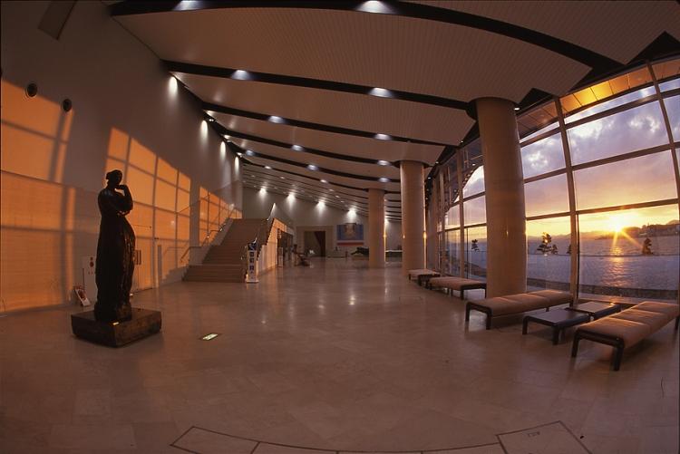 Musee d'art de Shimane et ses grandes baies vitrées