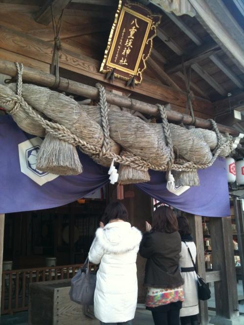 Sanctuaire Yaegaki, Priere devant le Haiden