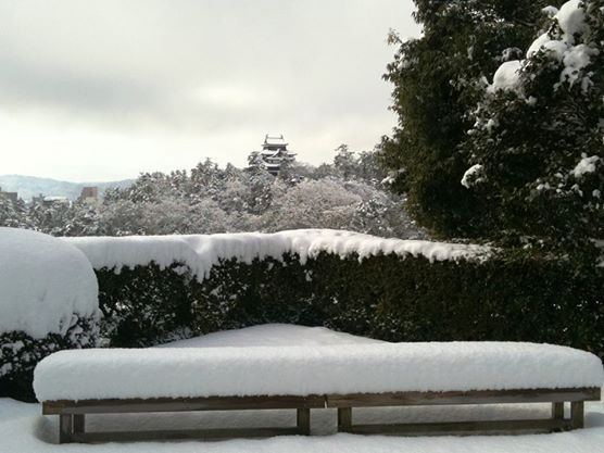 View on Matsue Castle under the snow from Meimei-an Tea House