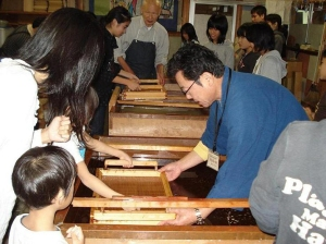 Abe Eishiro Memorial Museum - Creating Washi Japanese Paper