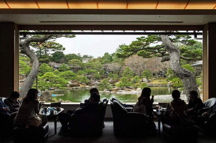 Yuushien yushien daikonshima japonais jardin traditionnel pivoines Matsue Shimane Japon tourisme voyage vacances rural café