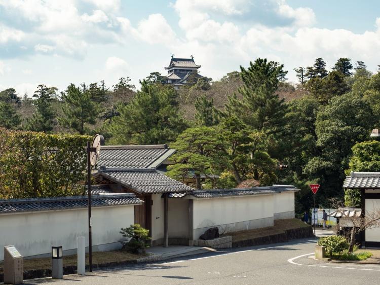 Meimei-an pavillon thé chashishtu cérémonie matcha Rue Shiomi Nawate samourai samurai Chateau Matsue Shimane Japon rural histoire voyage tourisme authentique sentier battus